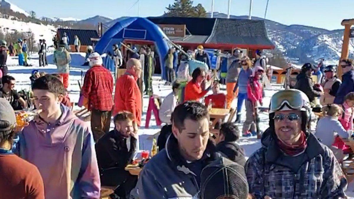 VIDEO Chapelco: centro de esquí lleno de gente y sin barbijos