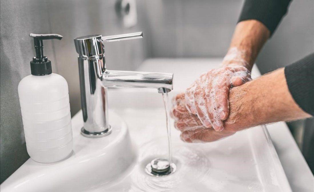 El coronavirus permanece activo 9 horas en la piel