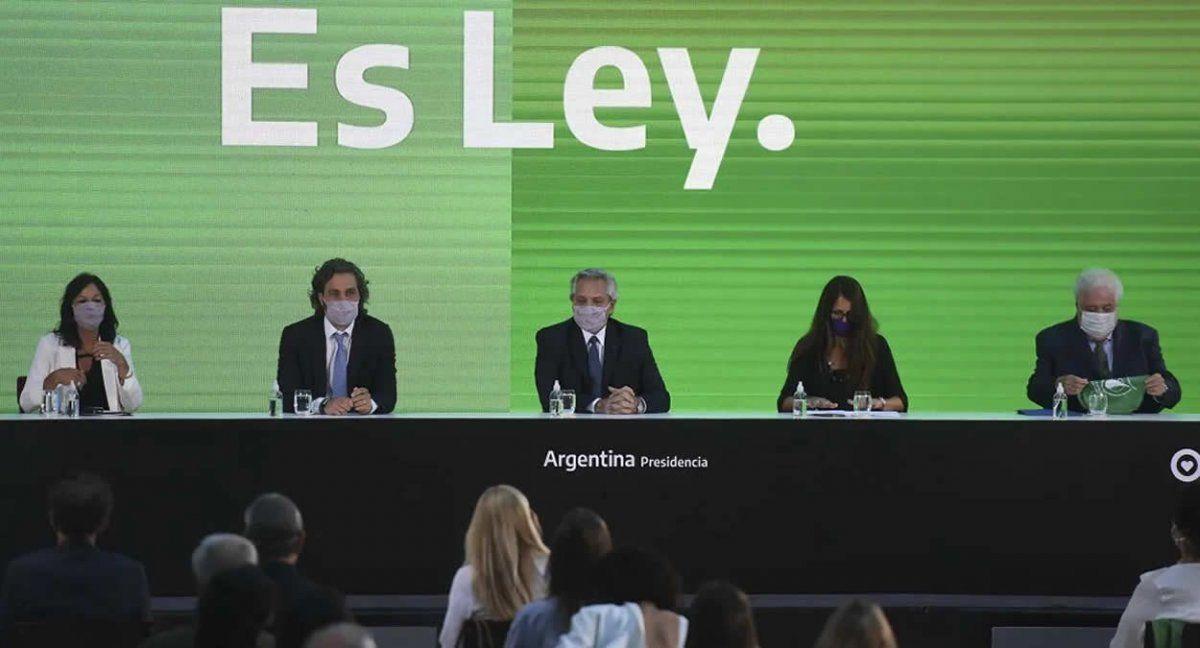 Fernández promulgó la ley de Interrupción voluntaria del embarazo