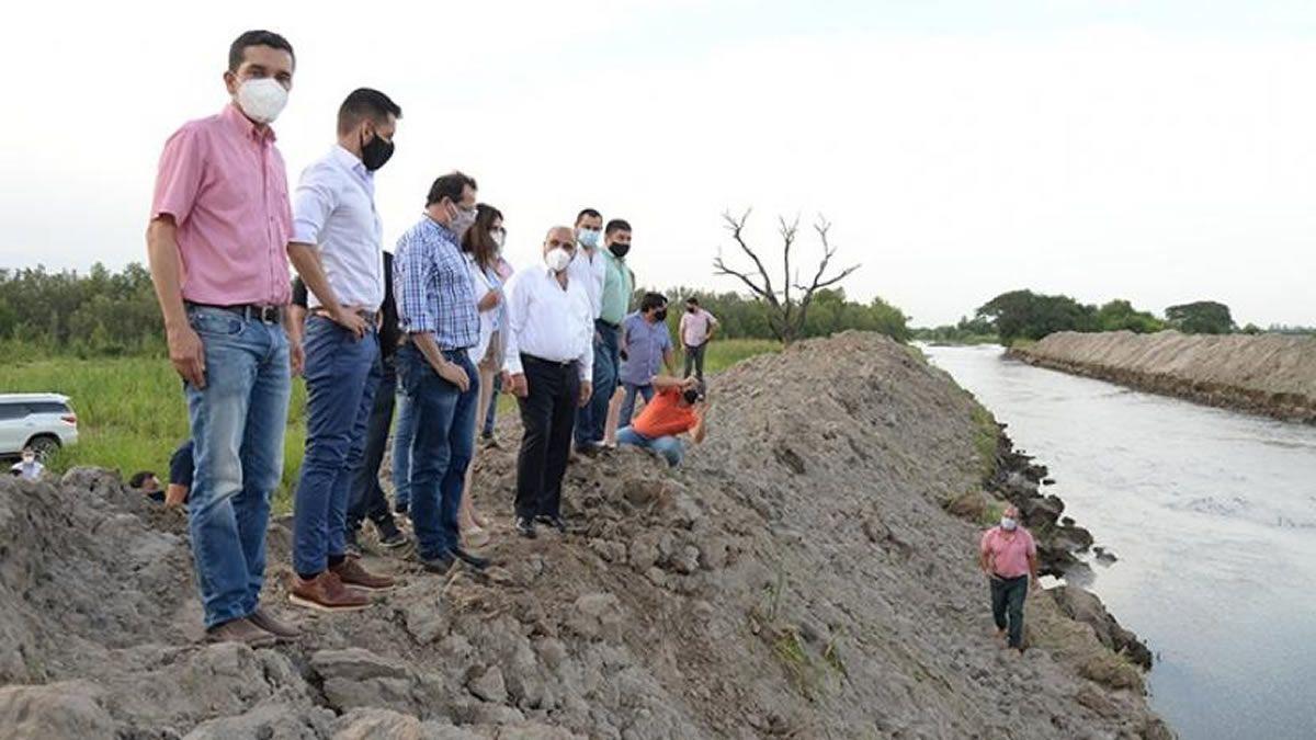 Simoca: trabajan sobre el río Seco para evitar inundaciones