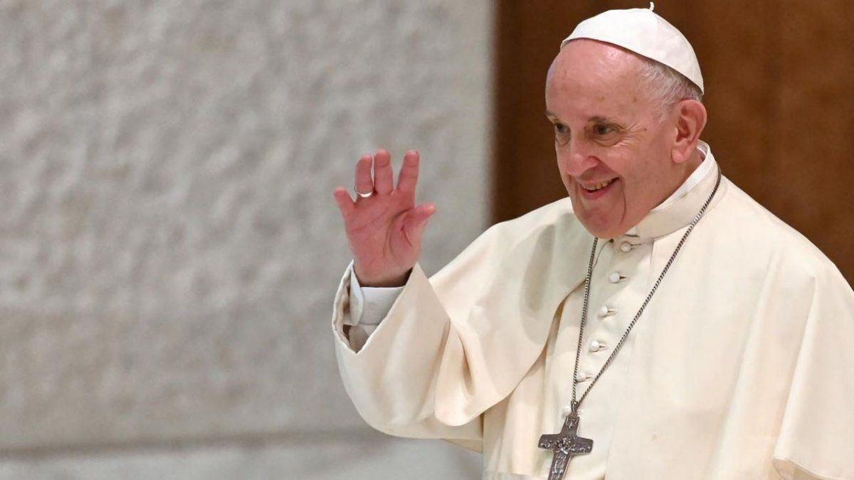 El Papa Francisco suspendió desde el Vaticano a un cardenal por abusos.