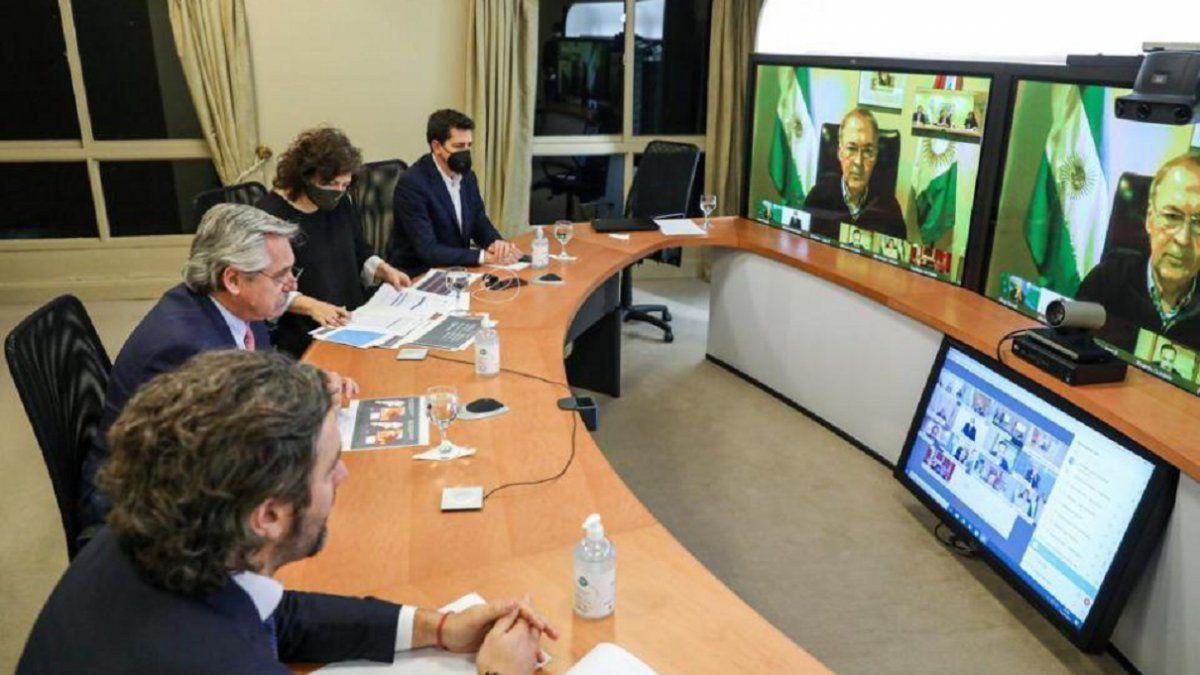 Alberto Fernández analizó la situación con Manzur y gobernadores