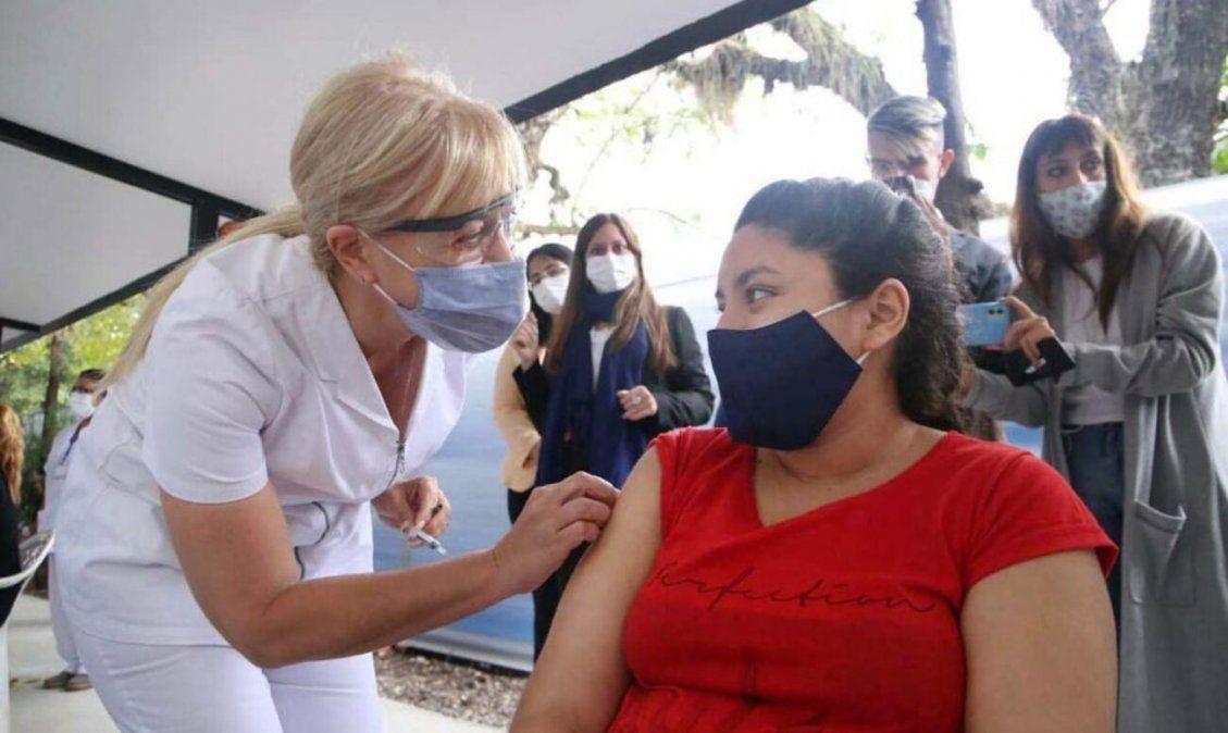 La ministra de Salud estuvo presente en el lanzamiento de la campaña de vacunación antigripal.