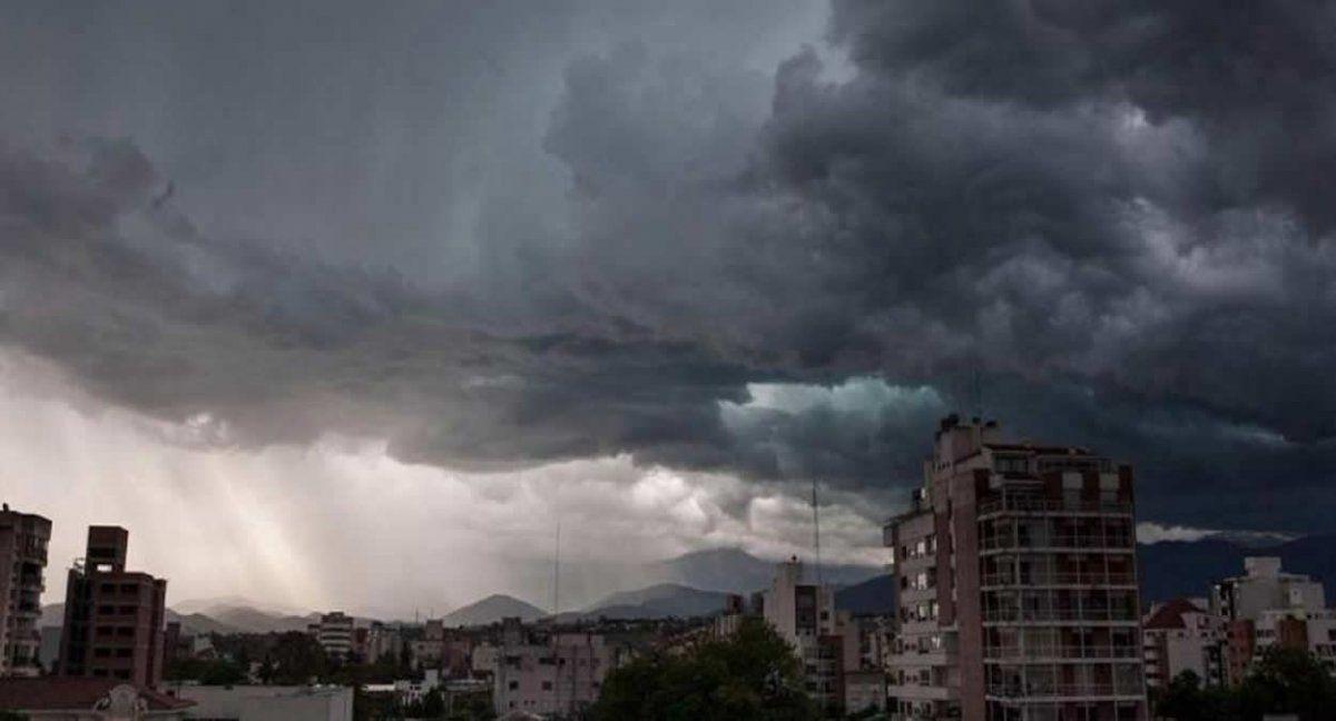 Rige alerta amarillo por tormentas fuertes en Tucumán