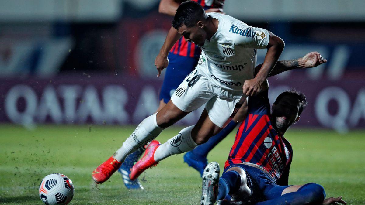San Lorenzo cayó por goleada ante Santos.