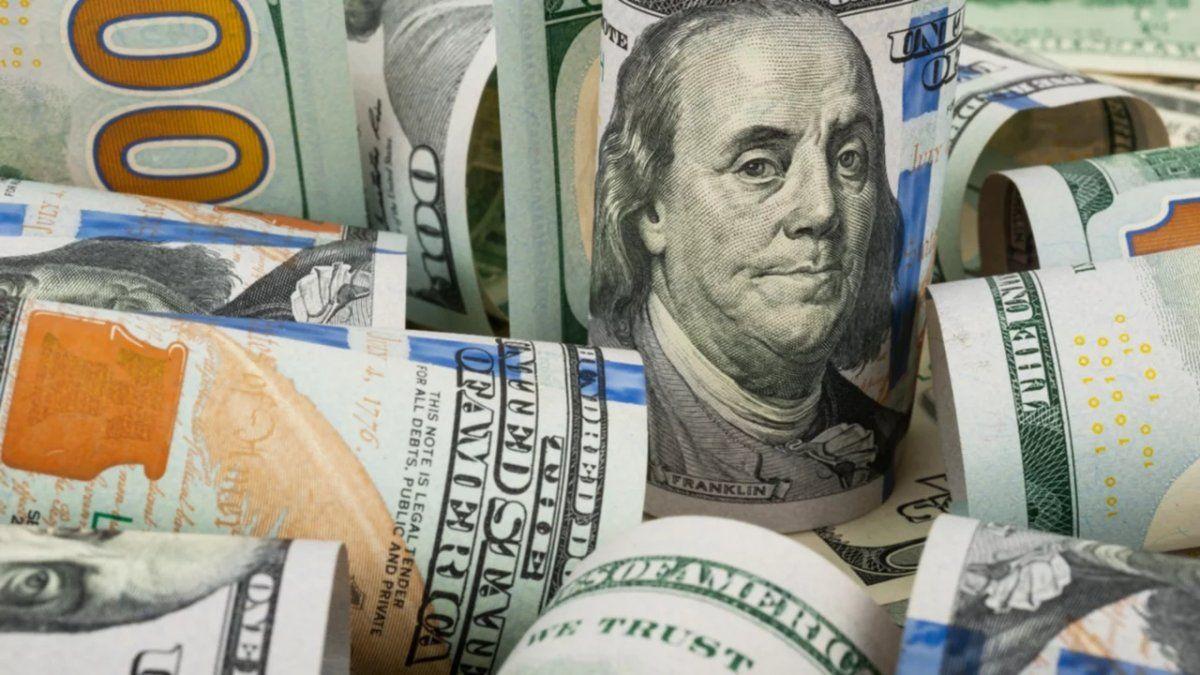 El dólar blue volvió a subir y se acercó al récord del año