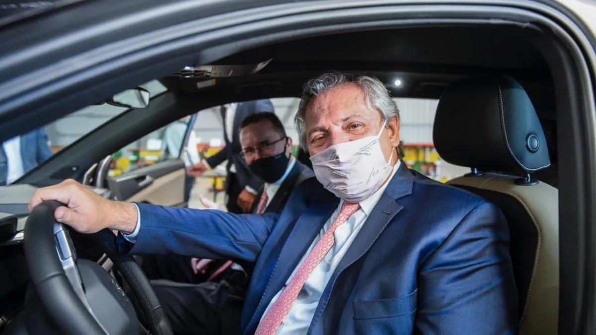 Alberto Fernández visitó una autopartista metalúrgica