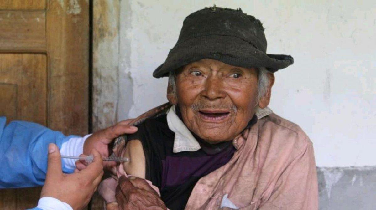 Mashico es el hombre más longevo en recibir la vacuna contra el coronavirus en Perú.