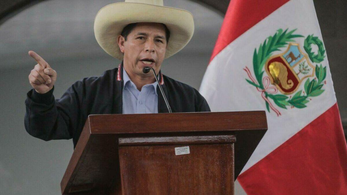 Castillo deberá generar confianza económica en Perú.