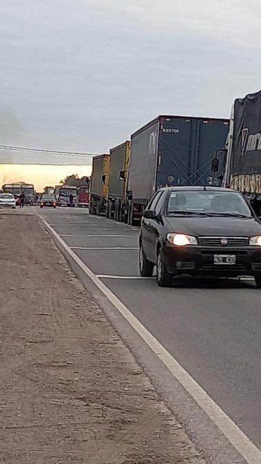 Transportistas de cosecheros protestan con cortes de ruta