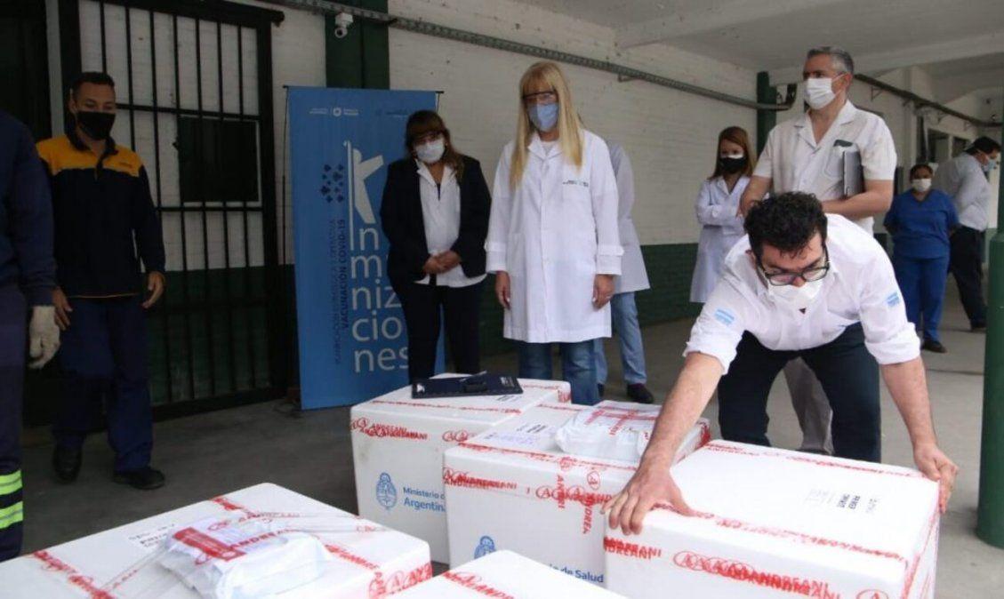 Rossana Chahla ante la llegada de las dosis de la vacuna.