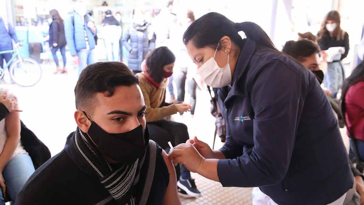 Siguen los testeos y vacunación en la Peatonal Muñecas