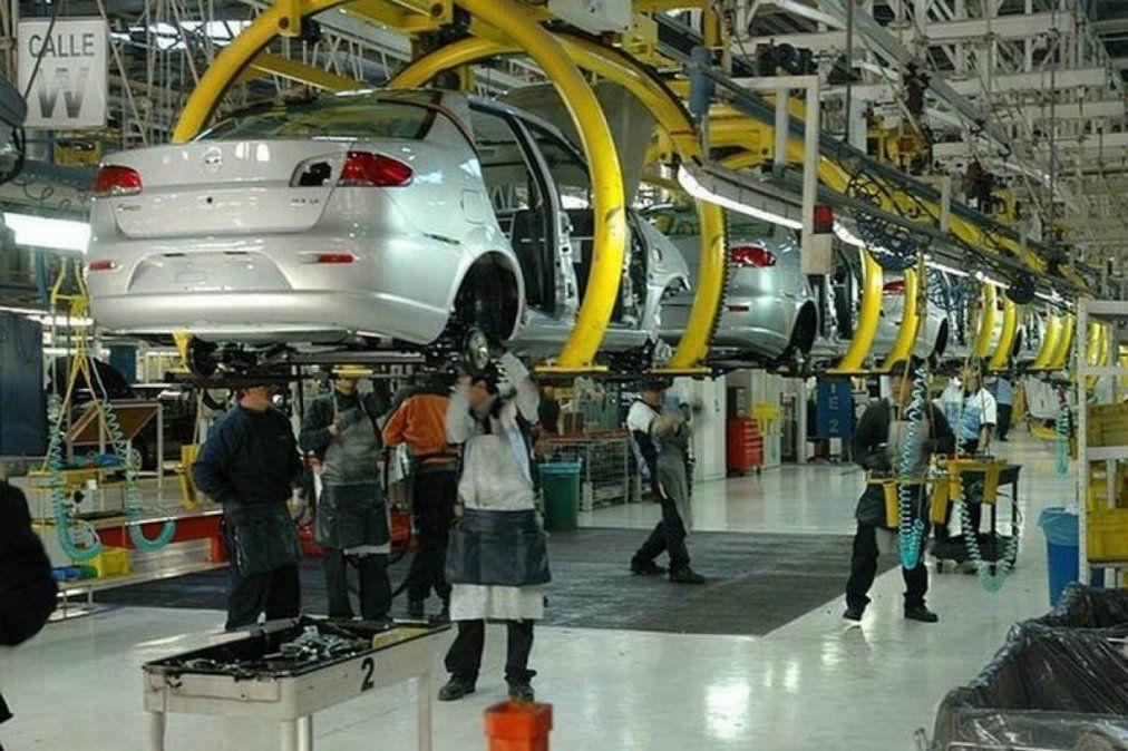 La industria creció por segundo mes consecutivo
