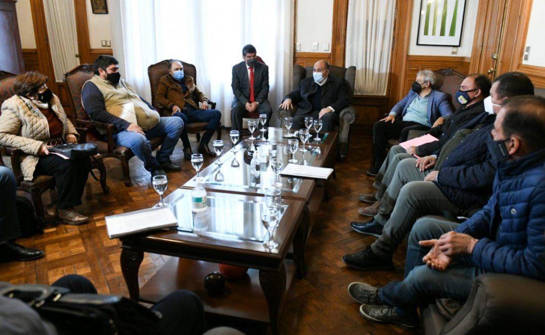 Obras y vacunación: Manzur recibió a delegados comunales del este