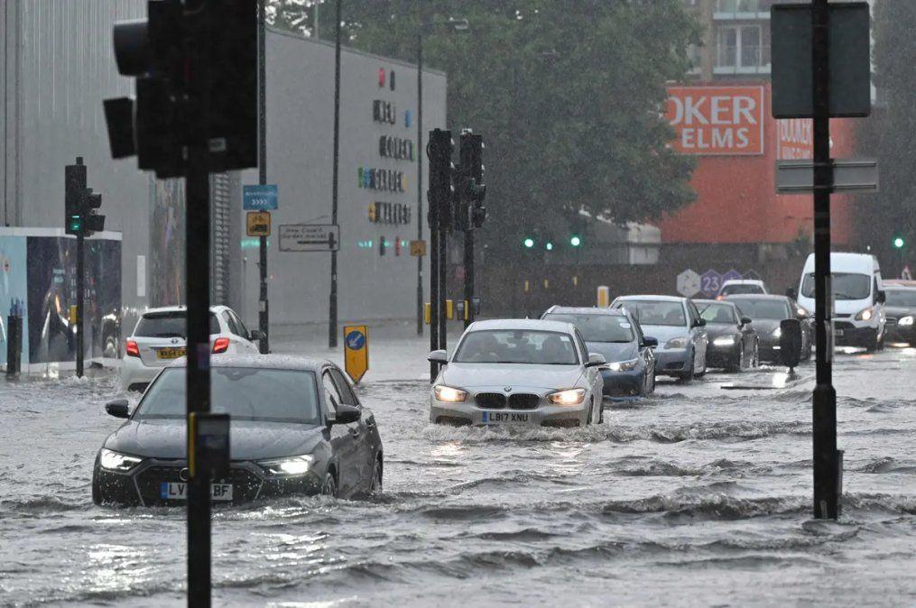 Las inundaciones complicaron la vida de Londres.