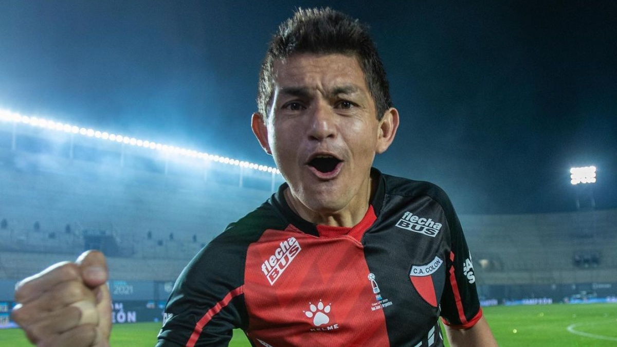 El Pulga jugaría por dos años y medio más en Colón.