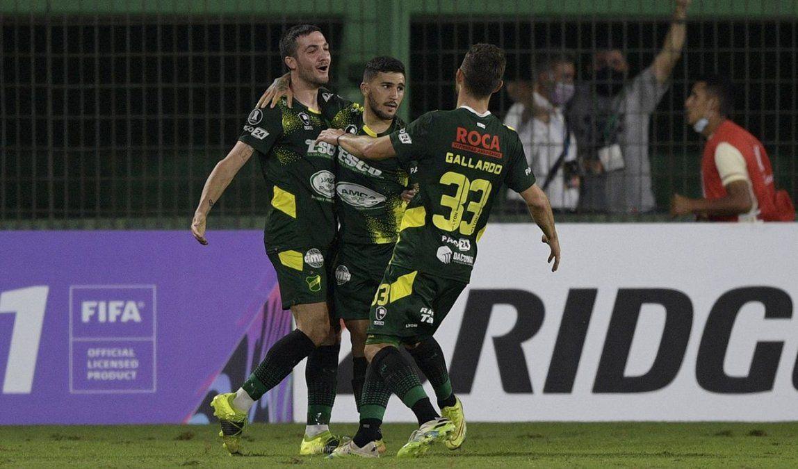 Defensa y Justicia goleó a Universitario y pisa fuerte en la Copa Libertadores. Foto: larepublica.pe