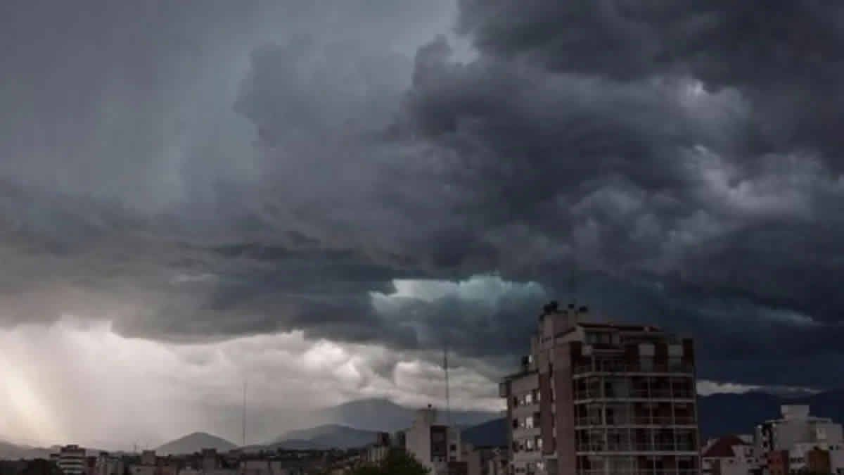 Rige alerta amarillo por tormentas en Tucumán