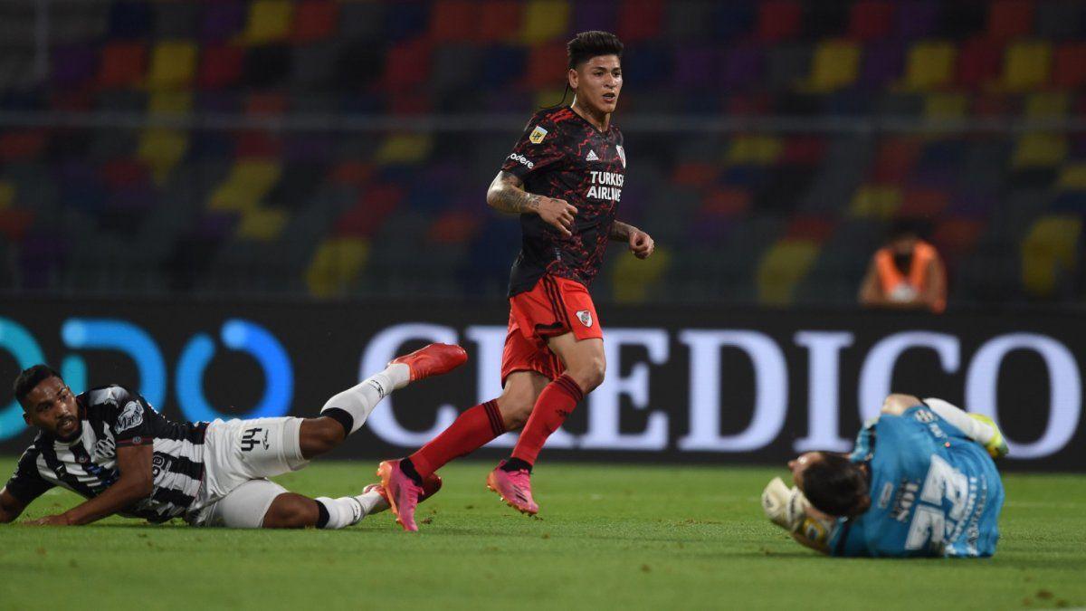 River le ganó a Central Córdoba y acecha al puntero