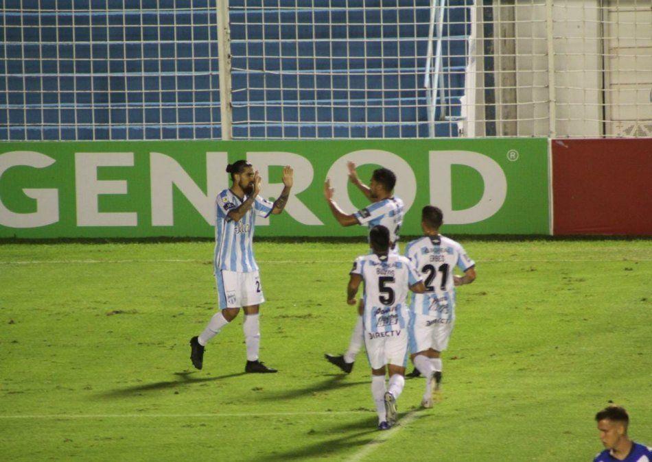 Atlético dio el golpe y le ganó al Vélez puntero. (Foto: Alejandra Talavera)