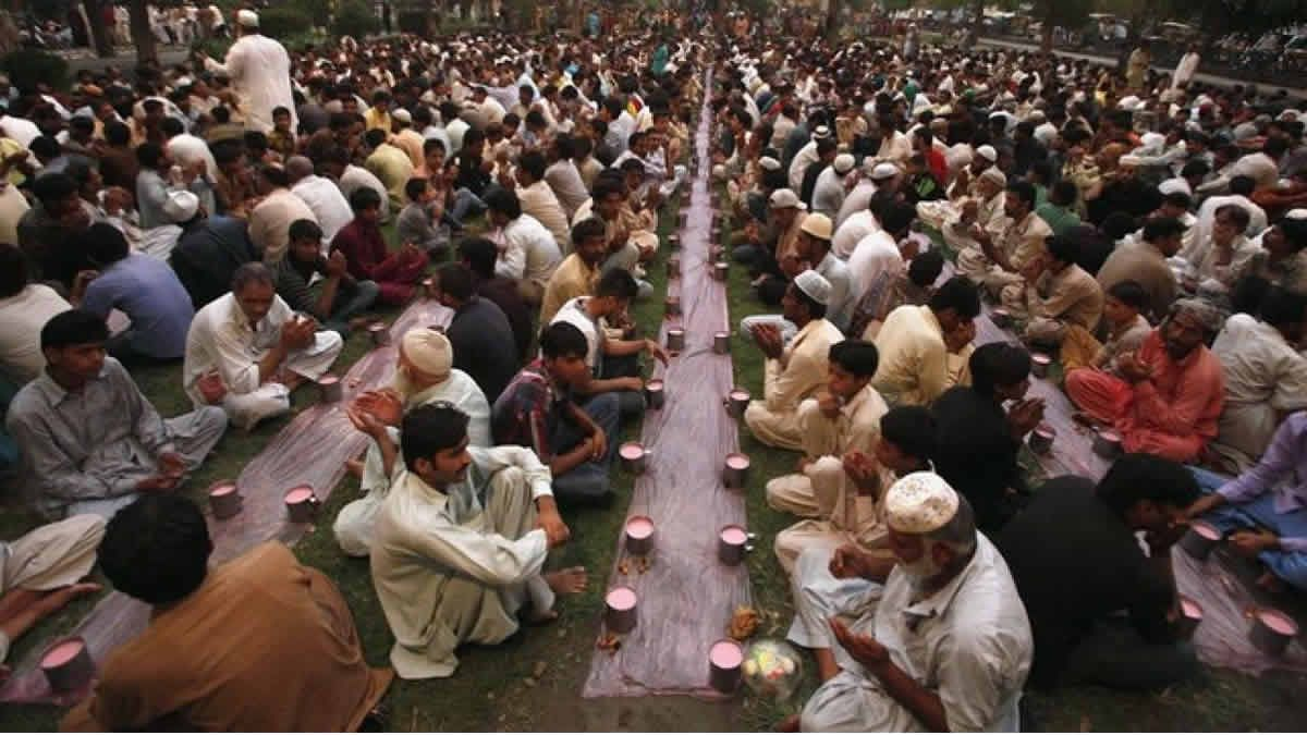 Desde Indonesia hasta Marruecos comenzó el Ramadán