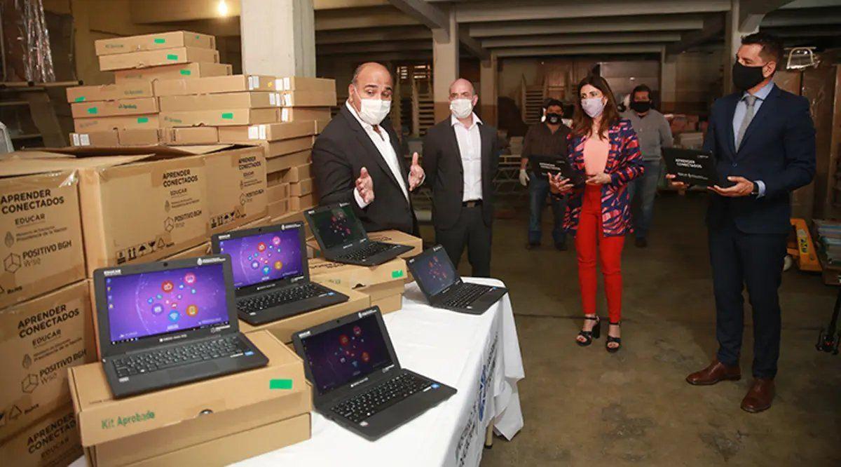 Entregarán 10 mil notebooks y tablets a escolares tucumanos