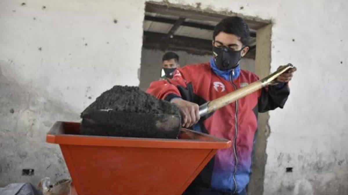 Tafí Viejo sigue con la producción de ladrillos ecológicos