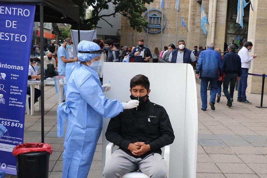 El personal sanitario realiza testeos rápidos. Foto MSPT