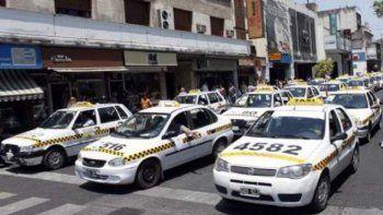 Taxistas insisten con el pedido de aumento de la tarifa