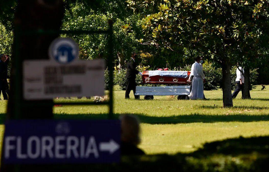Jorge Brito: familiares y amigos participaron del entierro