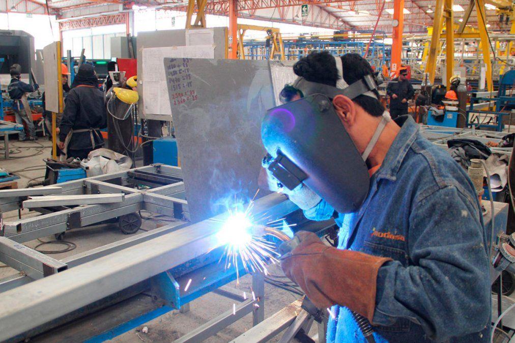La producción industrial podría crecer hasta 14% en 2021