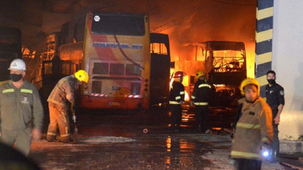 Santiago del Estero: 10 colectivos destruidos por un incendio