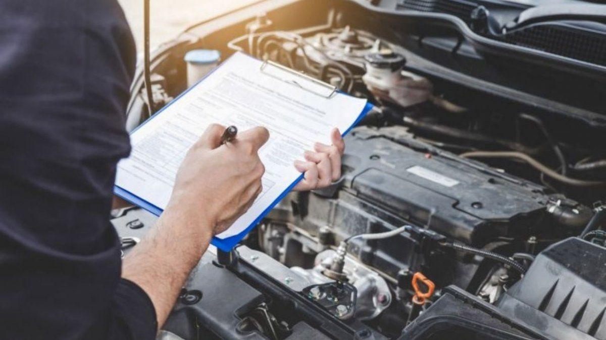 ¿Cómo deben realizarse las transferencias de autos y motos?