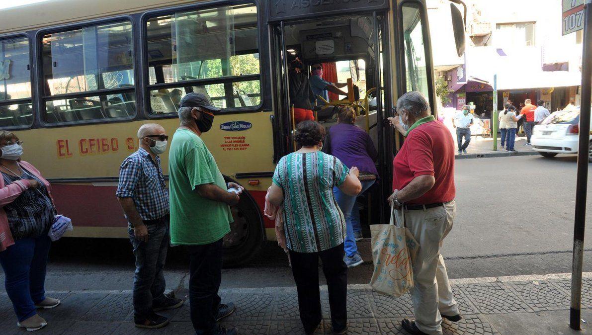 Se destrabó el conflicto del transporte y vuelven los colectivos. Foto La Gaceta