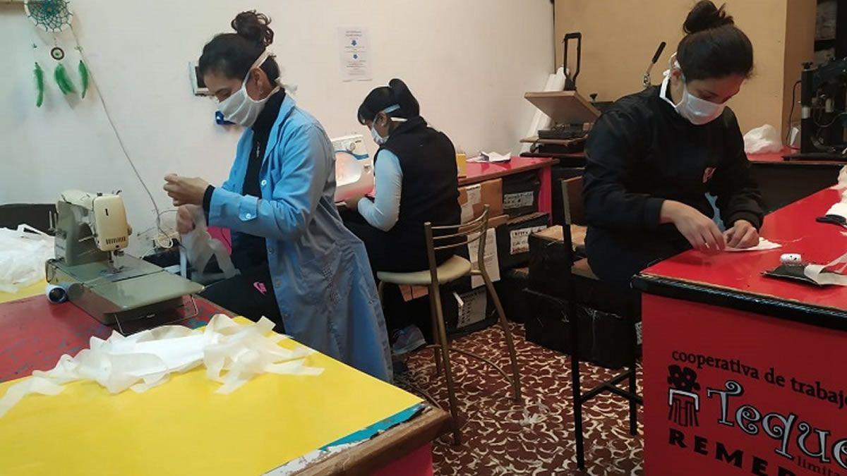 Coronavirus: Cooperativistas tucumanos fabrican 10 mil barbijos