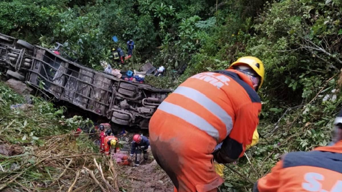 Accidente en Cochabamba: al menos 20 muertos y 13 heridos