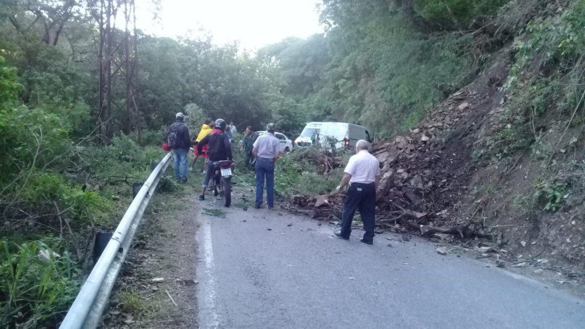 San Javier: Vialidad despejó un derrumbe en la ruta 338
