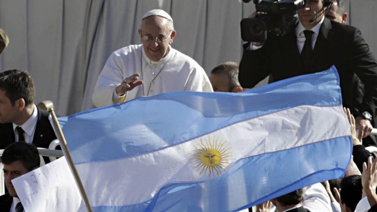 El papa Francisco analizaría volver al país en 2021