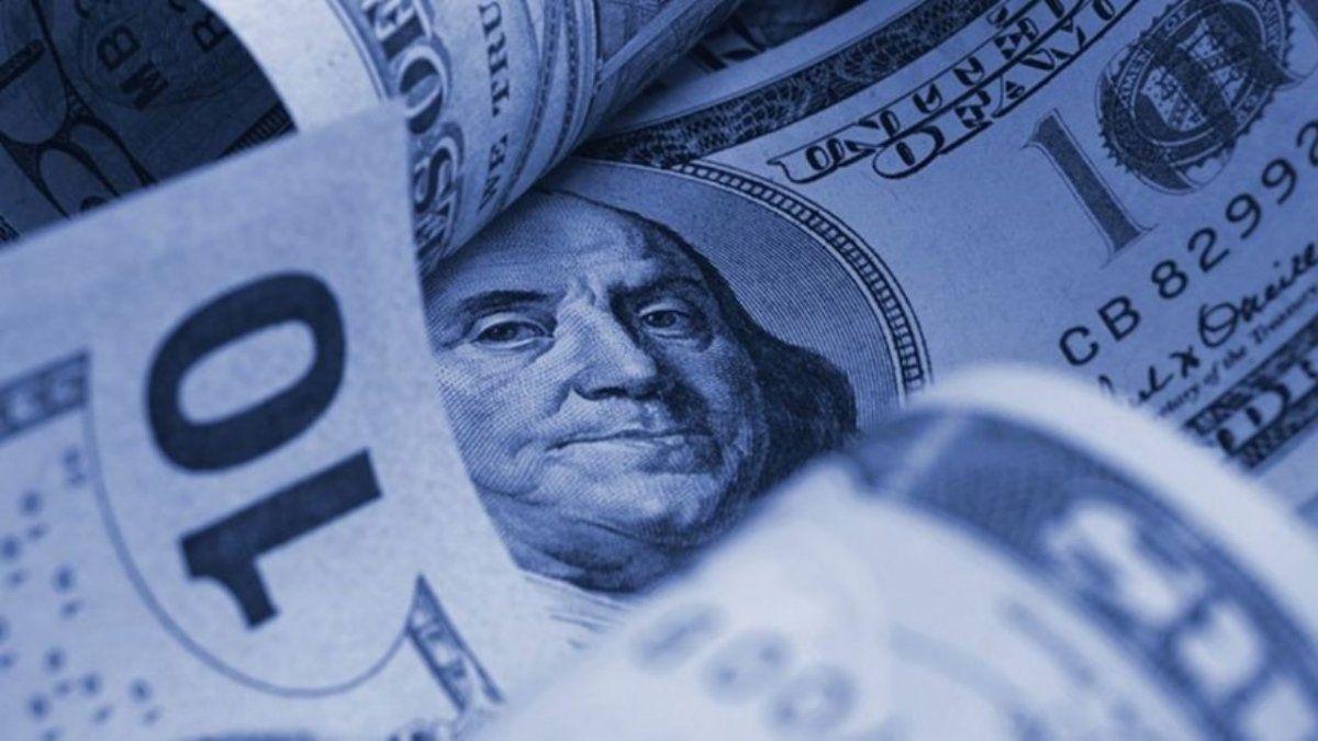 Dólar blue: aumento explosivo y cerró con nuevo récord
