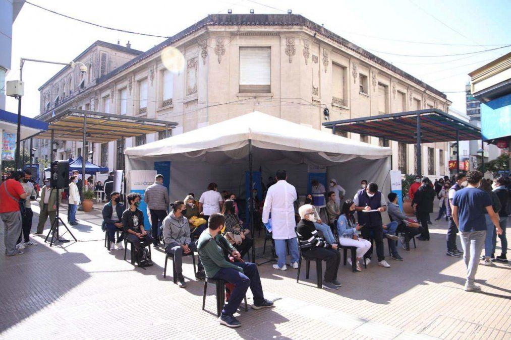 Peatonal Muñecas: se vacunaron más de 200 personas