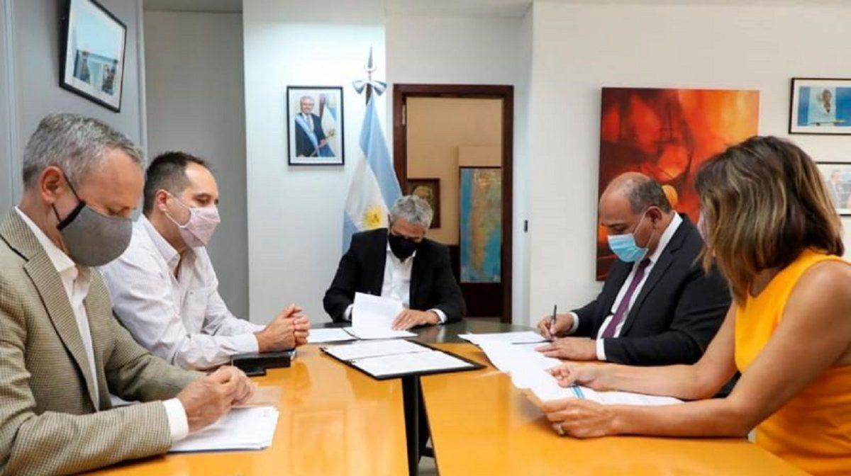 Tucumán firmó un convenio para la construcción de 3.600 viviendas