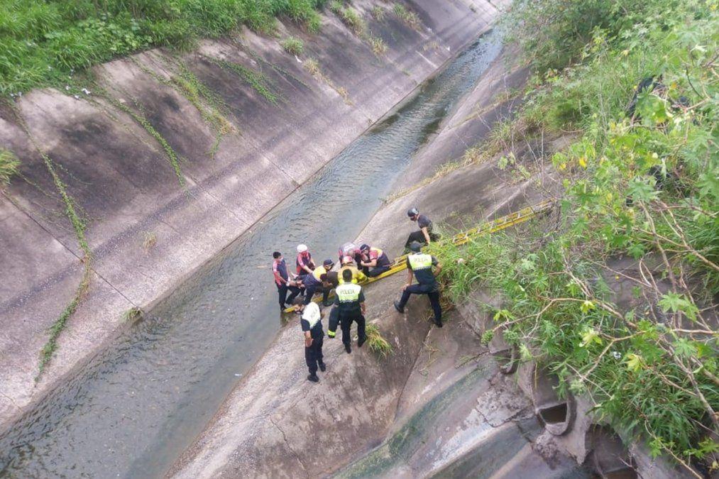 Rescataron a un hombre que se cayó en el Canal Norte