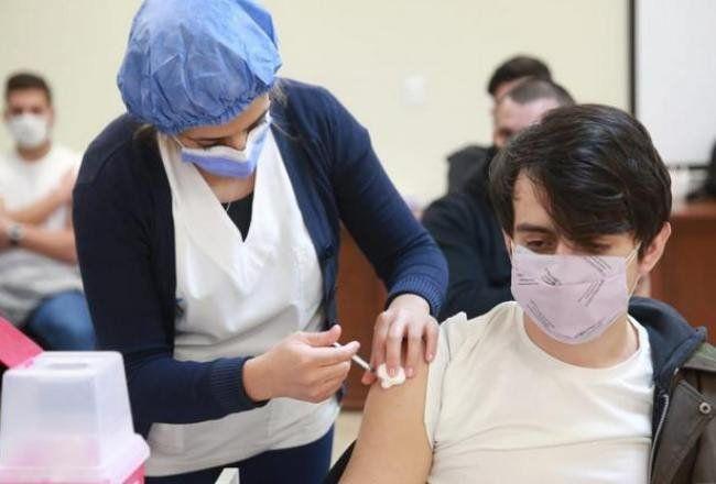 Vacunación: El 85% de mayores de 18 años ya cuenta con al menos una dosis.