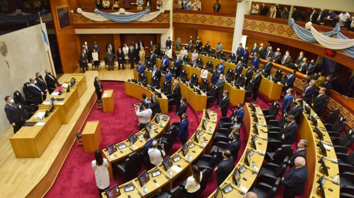 Legislatura: dejaron sin contratos a todos los dirigentes del MUP
