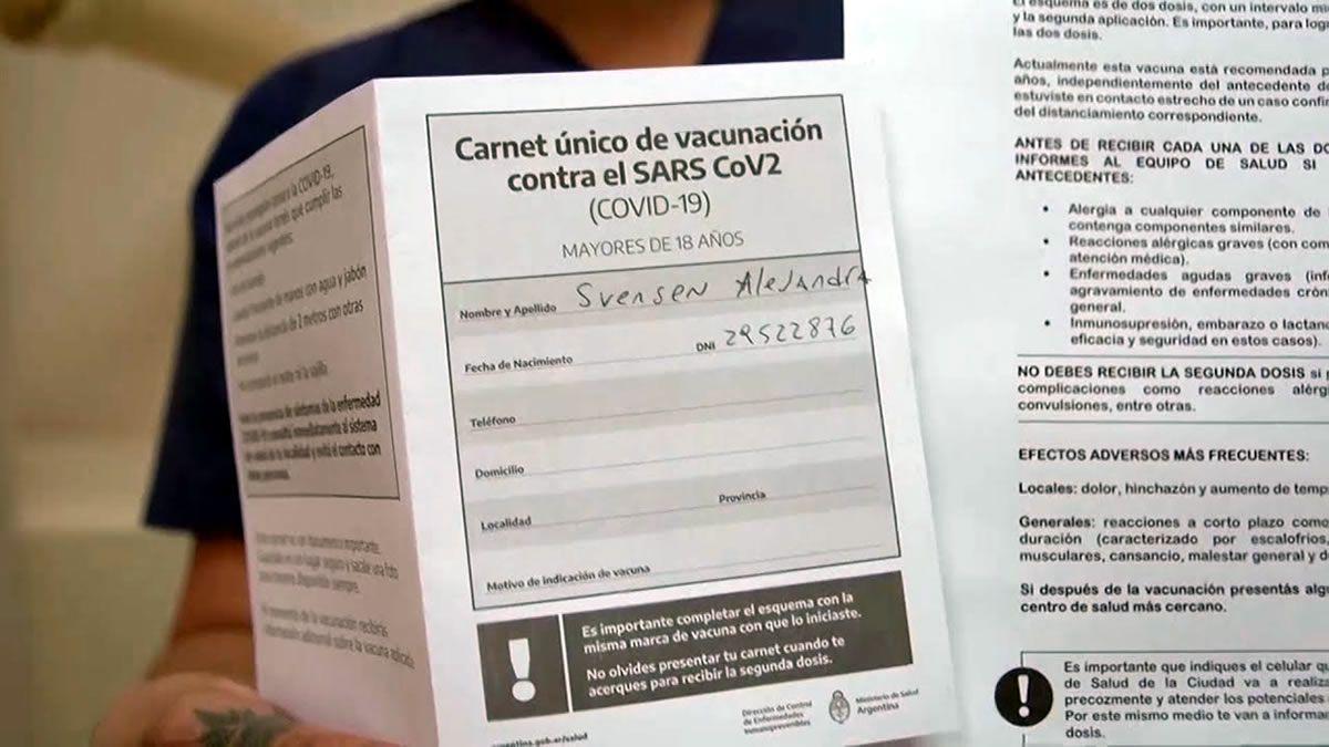 El Gobierno compró 20 millones de carnets de vacunación