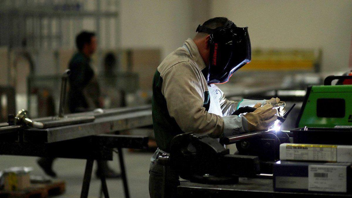 Pymes industriales prevén mejorar ventas y aumentar precios