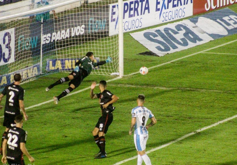 Newells le gana por 1 a 0 a Atlético en el Monumental. Créditos: Rodolfo Lobo.