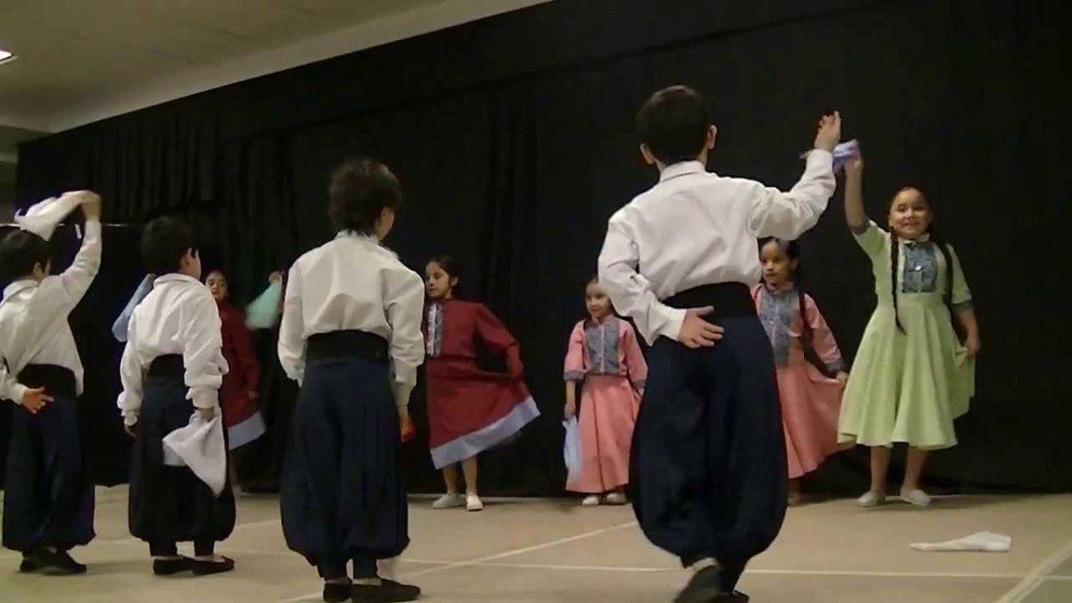 El folklore se enseñará en las escuelas.