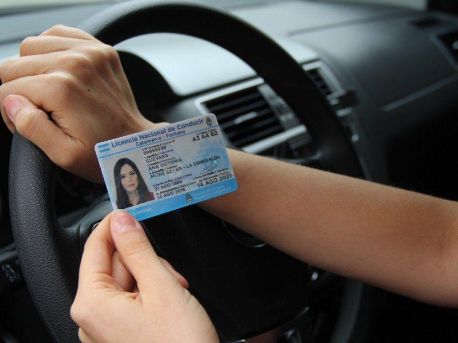 Las licencias falsas se tramitaban a través de redes sociales.
