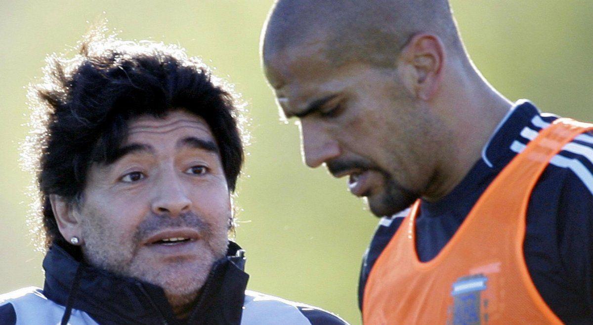 Maradona y Verón se tiran dardos mediáticos.